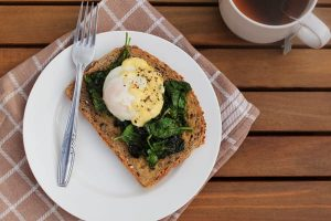 Eggs Florentine in a microwave