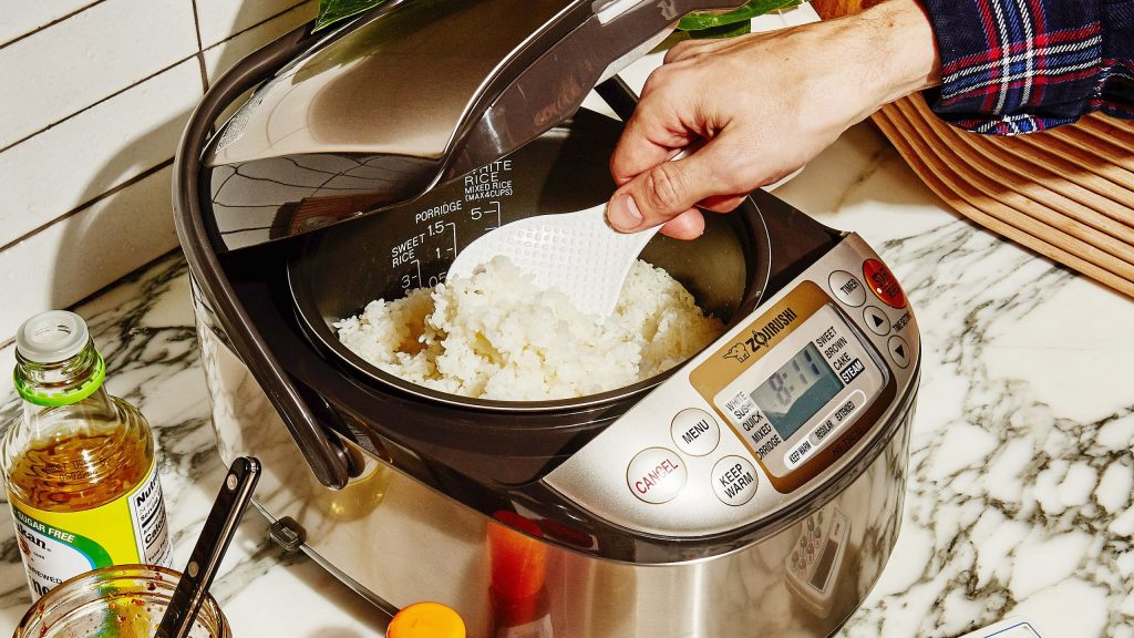 best rice cooker in UAE- man cooking
