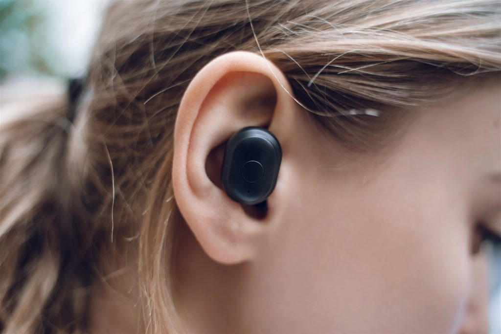 Best Wireless Earbuds In Uae Features Brand Explored 2020 Buyguide Ae