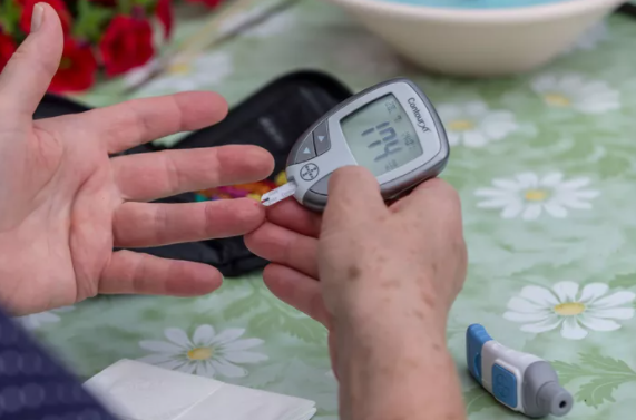 Glucometer Usage: Monitoring and Managing Type 1 and Type 2 Diabetes