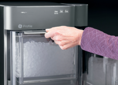 Cleaning and Maintaining an Ice Cubes Maker Machine in UAE